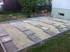 Die Steinchen markieren die getane Arbeit: Die Platte ist mit sich und ihrer Umgebung in der Waage.